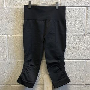 lululemon athletica Pants - Lululemon black crop legging, sz 4, NWT, 61750